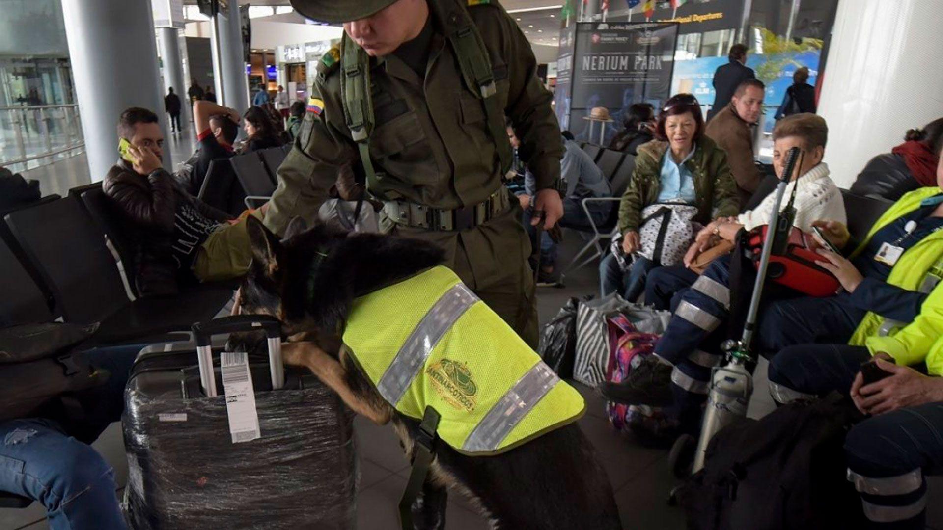 Los oficiales notaron una actitud rara en la mujer que se dirigía a Madrid desde Cali