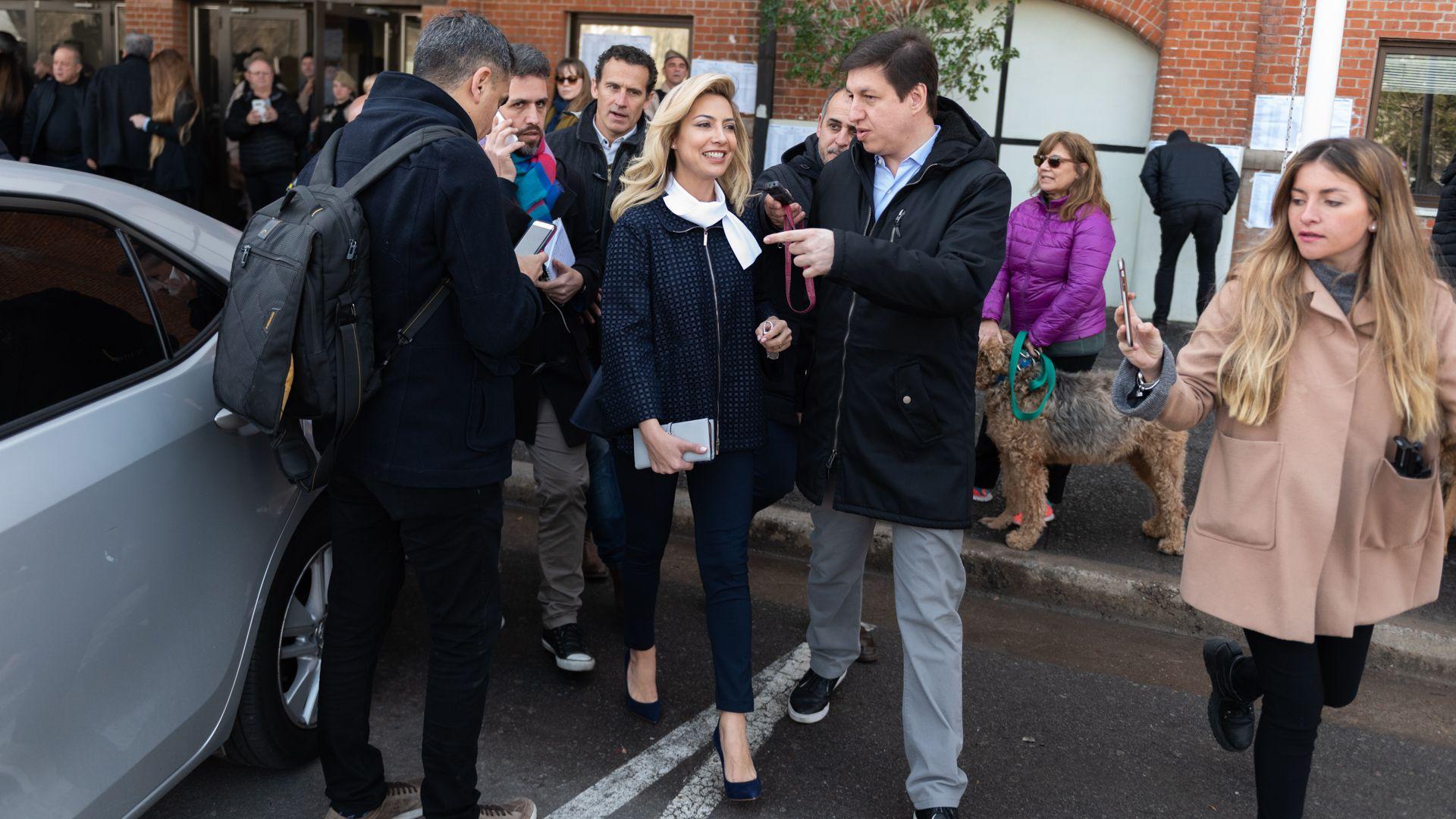 Fabiola, la mujer de Alberto Fernández con un look muy formal con stilettos (Adrián Escandar/Infobae)