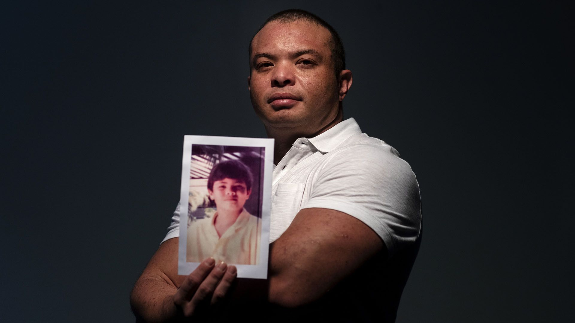 Troy Torres, 38,fue abusado porRay Caluag, el profesor de música y religión en Saint Anthony Catholic School en Guam (AP Photo/David Goldman)