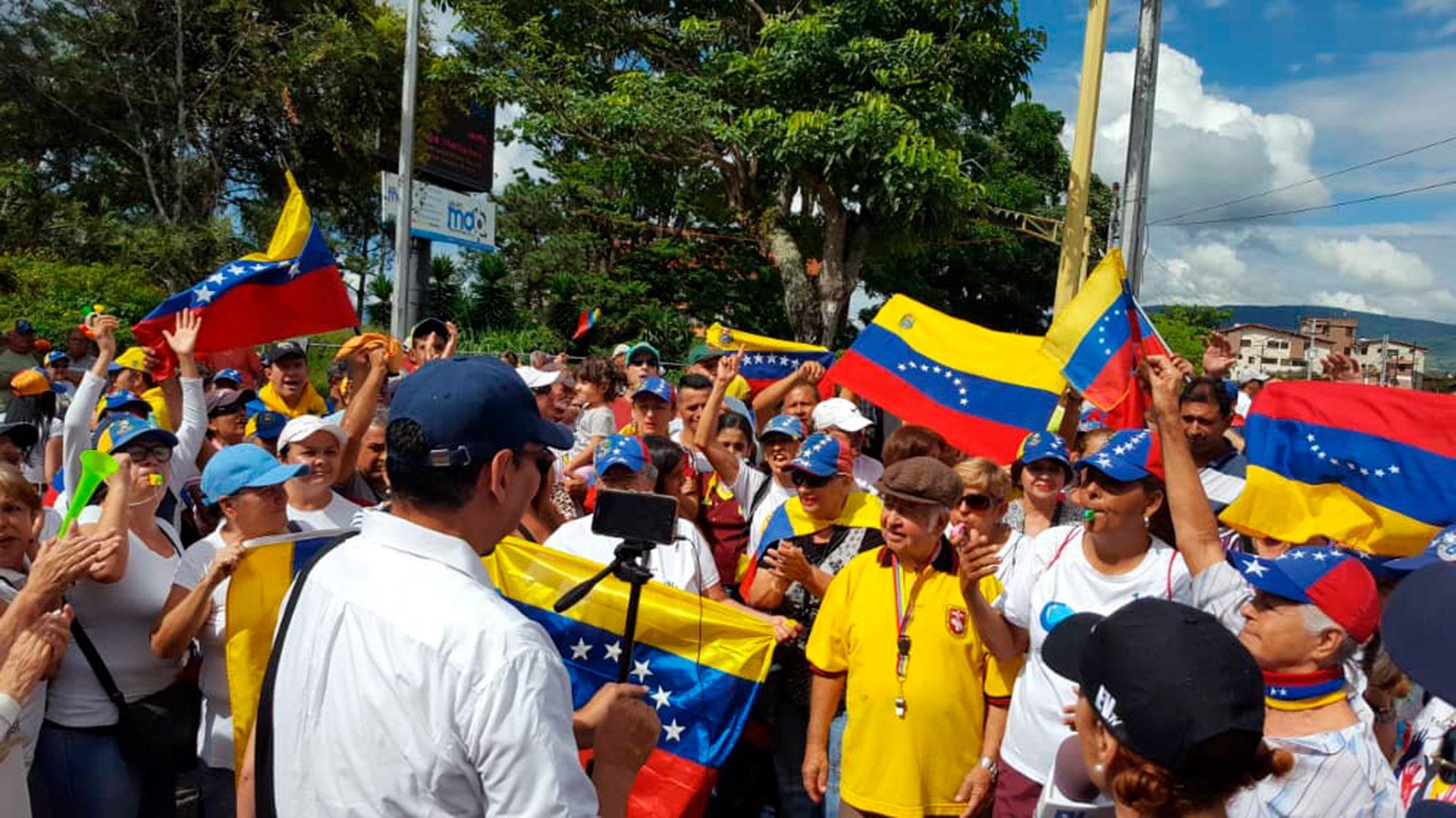 Manifestantes se suman a las marchas por el 16N en el Municipio de San Cristóbal (@VoluntadPopular)