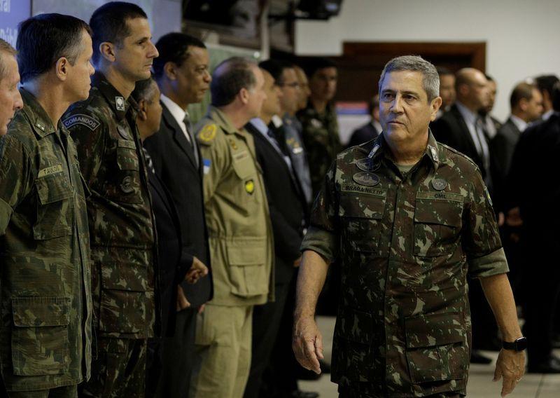 FOTO DE ARCHIVO: El general del ejército brasileño Walter Souza Braga Netto llegando a una reunión en Río de Janeiro. 30 de agosto de 2018. REUTERS/Ricardo Moraes